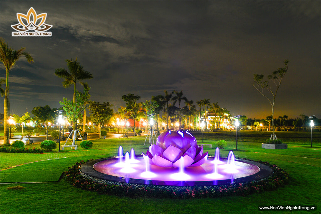 Đài Phun Nước Công Viên Nghĩa Trang Hoa Viên Bình An Vào Ban Đêm