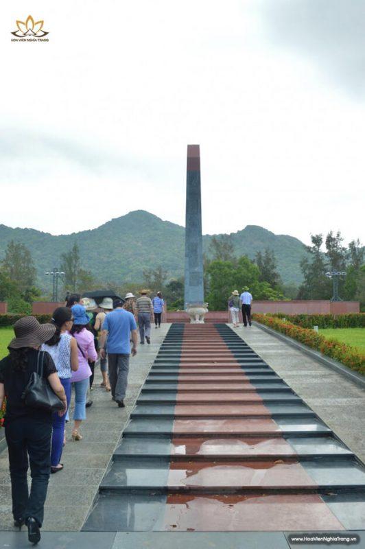Tượng đài nghĩa trang Hàng Dương Côn Đảo