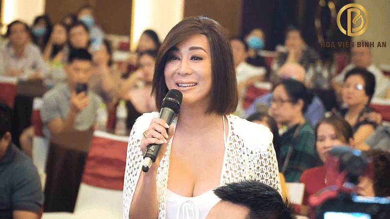 MC Nguyễn Cao Kỳ Duyên Chia Sẻ Cảm Nghĩa Của Mình Tại Buổi Tri Ân Khách Hàng Hoa Viên Bình An